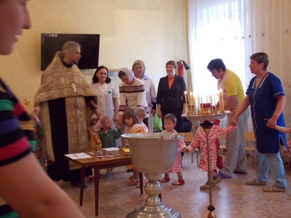 Дом Малютки. Крещение детей