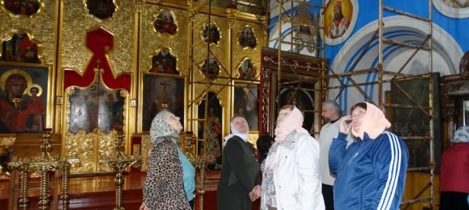 В пятницу 1 мая 2015 года по благословению настоятеля нашего прихода отца Олега Ушакова прихожане ездили на экскурсию по Иркутским храмам.