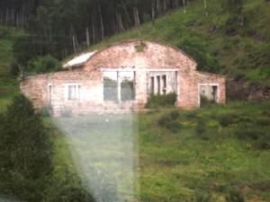 13 старый разрушенный дом