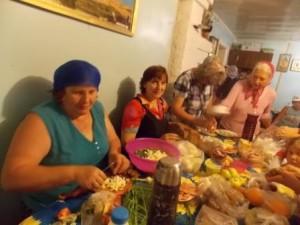48 сообща готовили трапезу