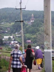 66 от источника виден приютивший храм