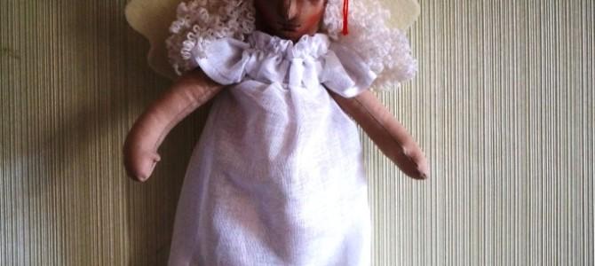 В Свято-Никольском храме города Слюдянки можно купить в церковной лавке или заказать интерьерную куклу ручной работы