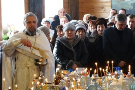От Навечерия Крещения Господня (Сочельника) до самого праздника Крещения Крещенская вода на Свято-Никольском приходе освящалась несколько раз