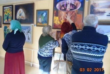 Выставку картин Ушаковых посетили поэты литобъединения «Огонек»