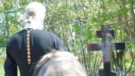 После литургии на Вознесение Господне на могилке батюшки протоиерея Владимира Шарунова прошла панихида