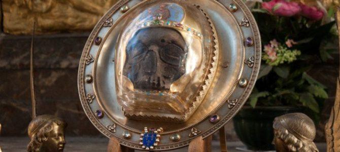 Кто и зачем разделяет мощи святых на «частицы»?
