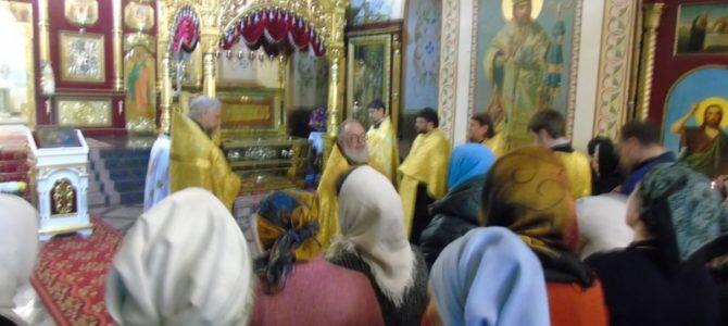5 ноября 2017 года прихожане Свято-Никольского храма помолились на акафисте свт Иннокентию Иркутскому в Знаменском монастыре г. Иркутска